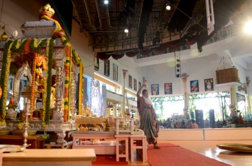 08.Doing Pradakshina